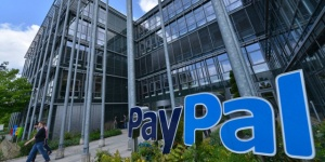PayPal blocks income from volunteer police after providing security during Arizona audit