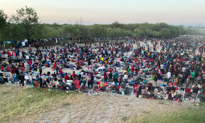 FAA Imposes No-Fly Zone for Unmanned Aircraft Systems Flying Over Texas Bridge Packed With Over 10,000 Illegal Aliens